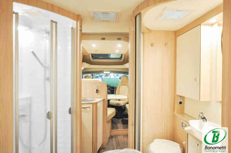 camping-car BURSTNER IXEO IT 734 30 ANS  intérieur / soute