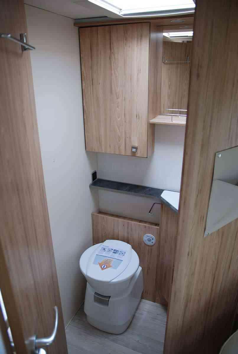 camping-car bavaria   T706C style  intérieur / coin salon