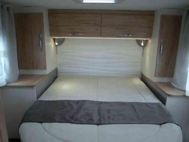 camping-car bavaria   T706C style  intérieur  / coin cuisine