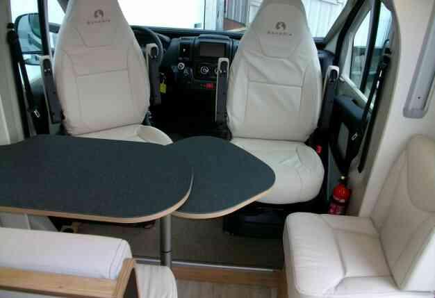 camping-car bavaria   T706C style  intérieur / soute