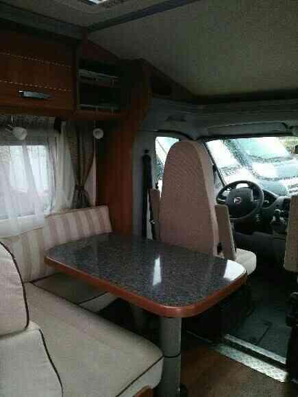 camping-car DETHLEFFS ADVANTAGE T 6501  intérieur  / coin cuisine