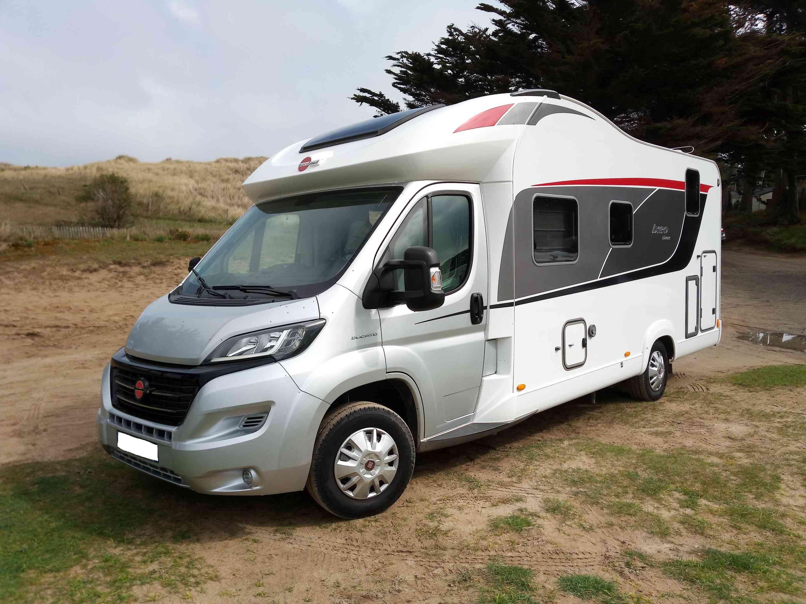 camping-car Burstner IT 700  extérieur / latéral droit