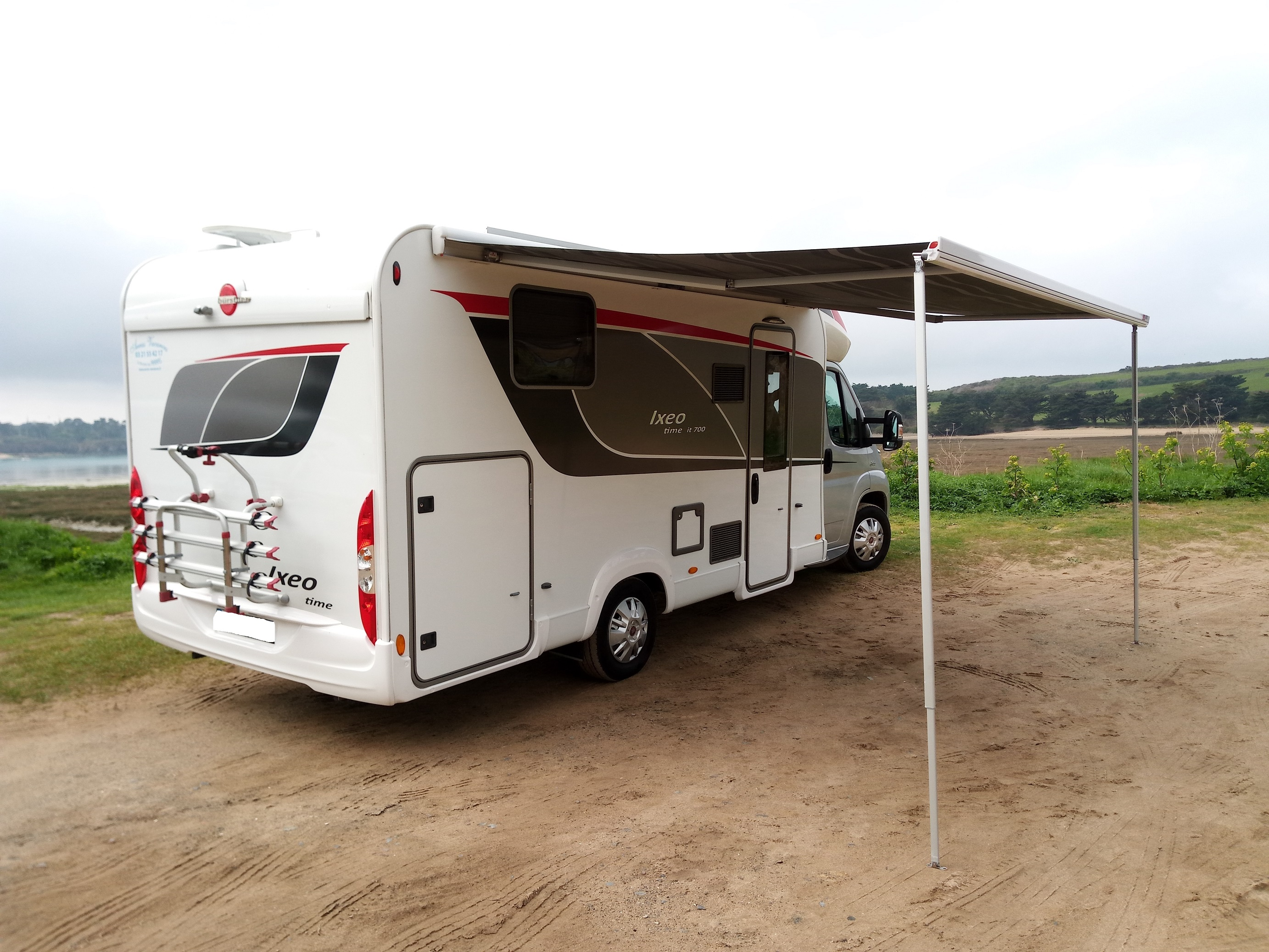 camping-car Burstner IT 700  intérieur / coin salon