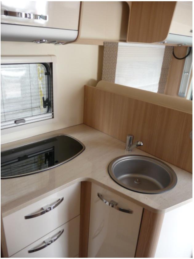 camping-car Burstner IT 700  intérieur / salle de bain  et wc