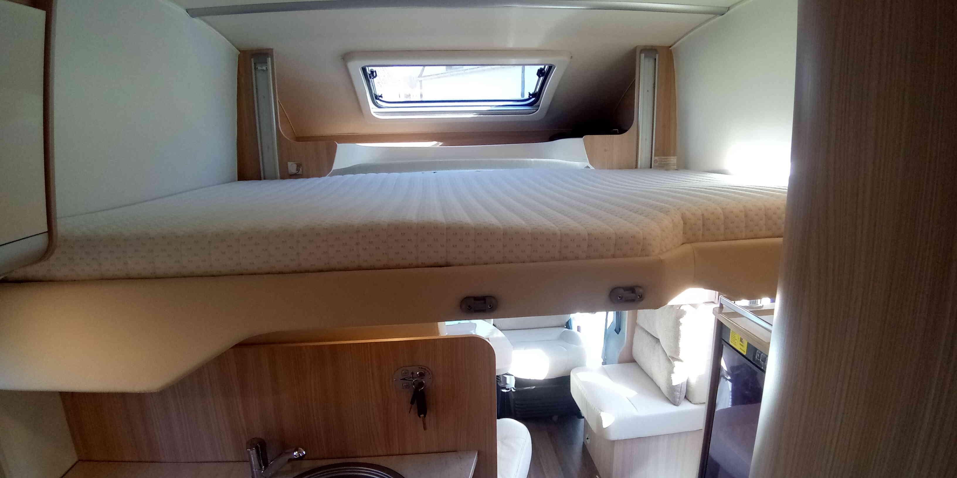 camping-car Burstner IT 700  intérieur / autre couchage