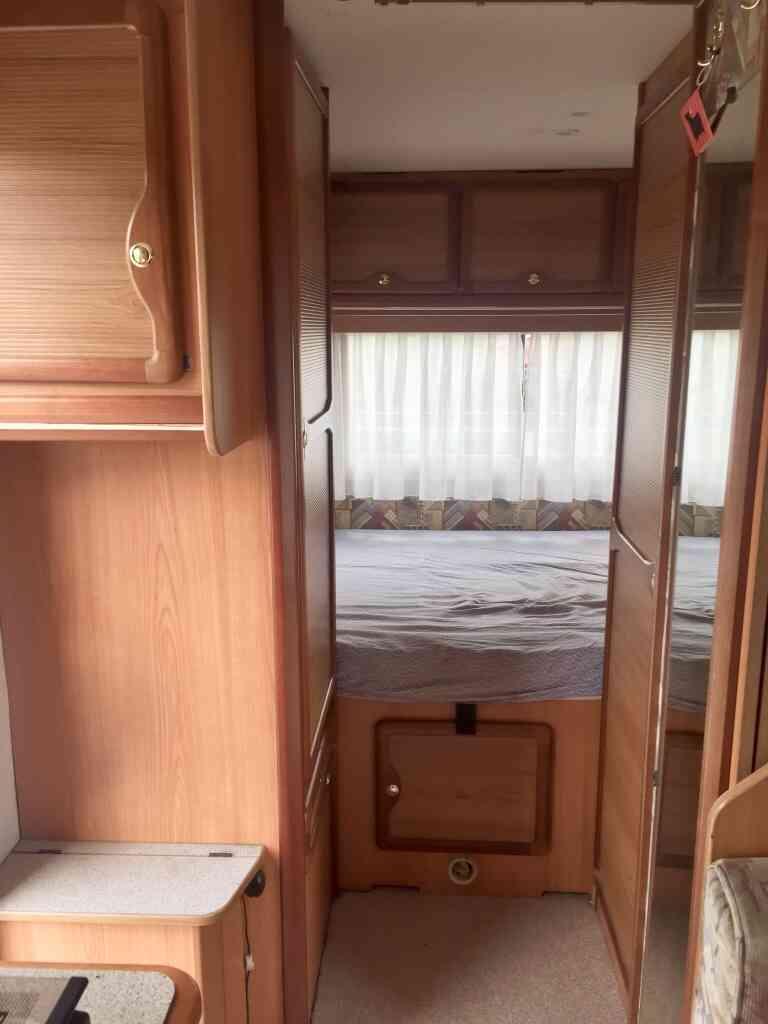 camping-car PILOTE 65 PX  intérieur  / coin cuisine