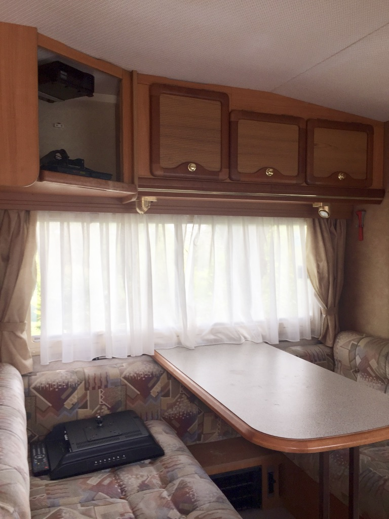 camping-car PILOTE 65 PX  intérieur / salle de bain  et wc