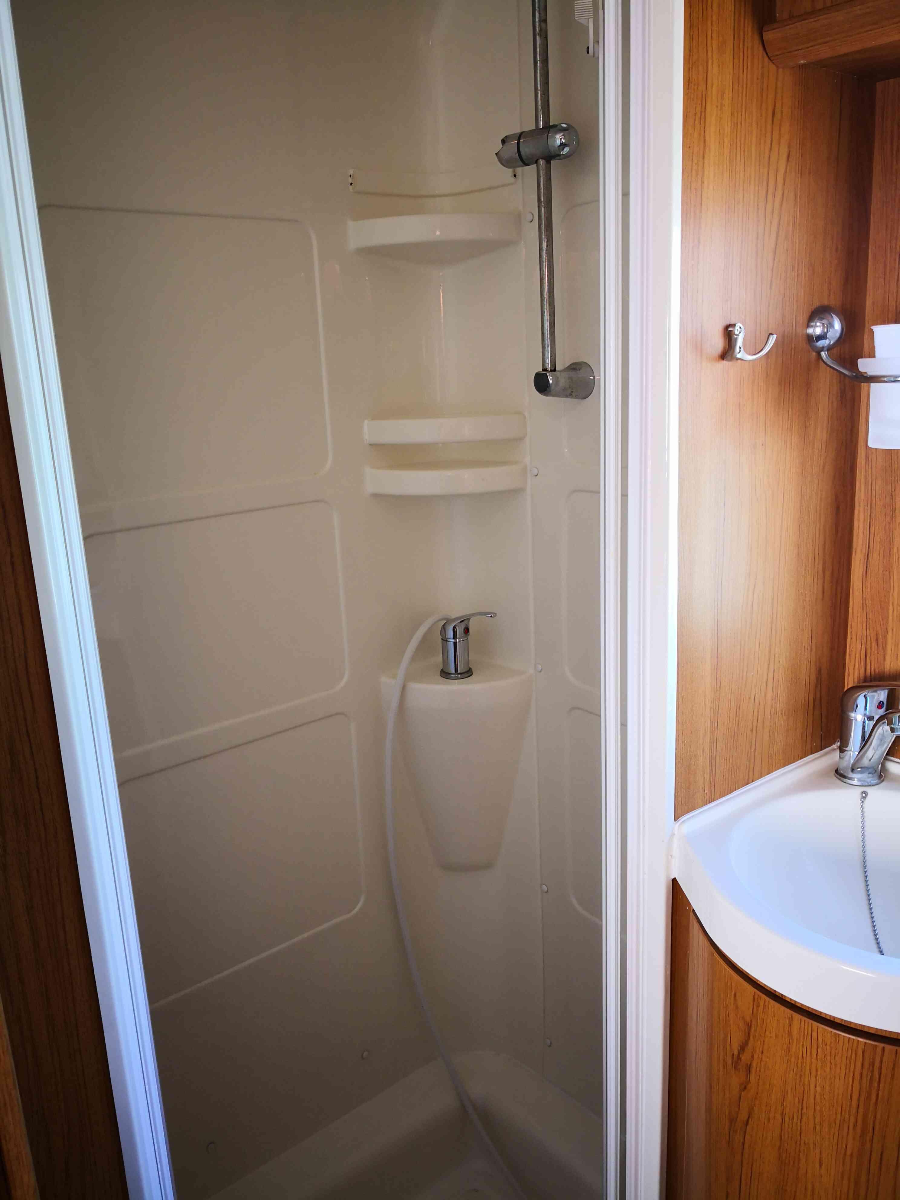 camping-car RIMOR SUPERBRIG 677  intérieur / couchage principal