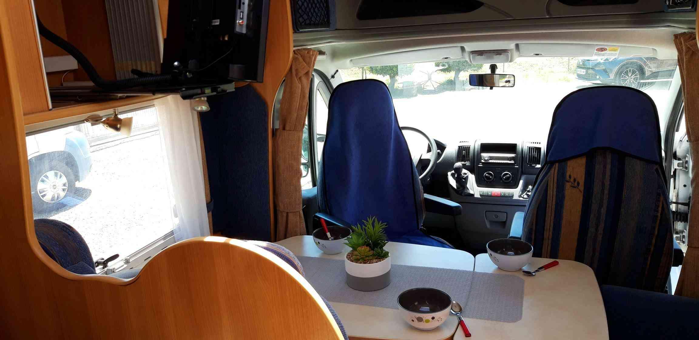 camping-car CHALLENGER MAGEO 107  extérieur / arrière