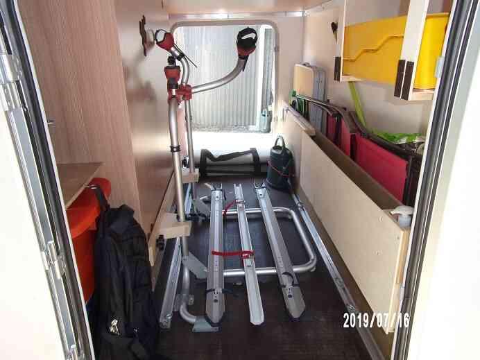 camping-car KNAUS SKY TI  intérieur / coin salon