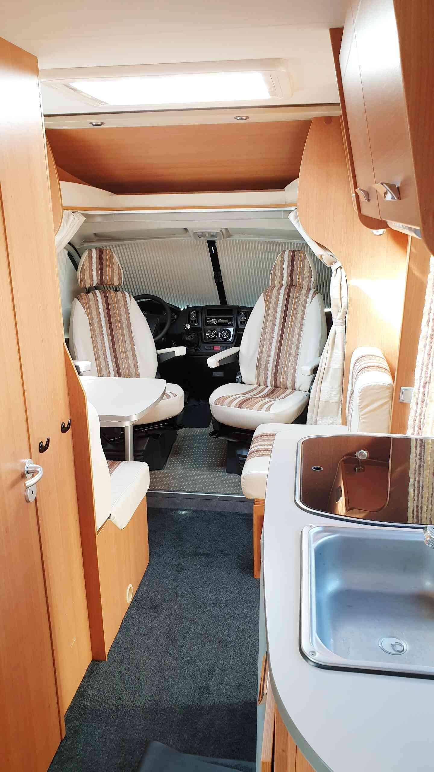 camping-car MOOVEO  P6  intérieur / soute