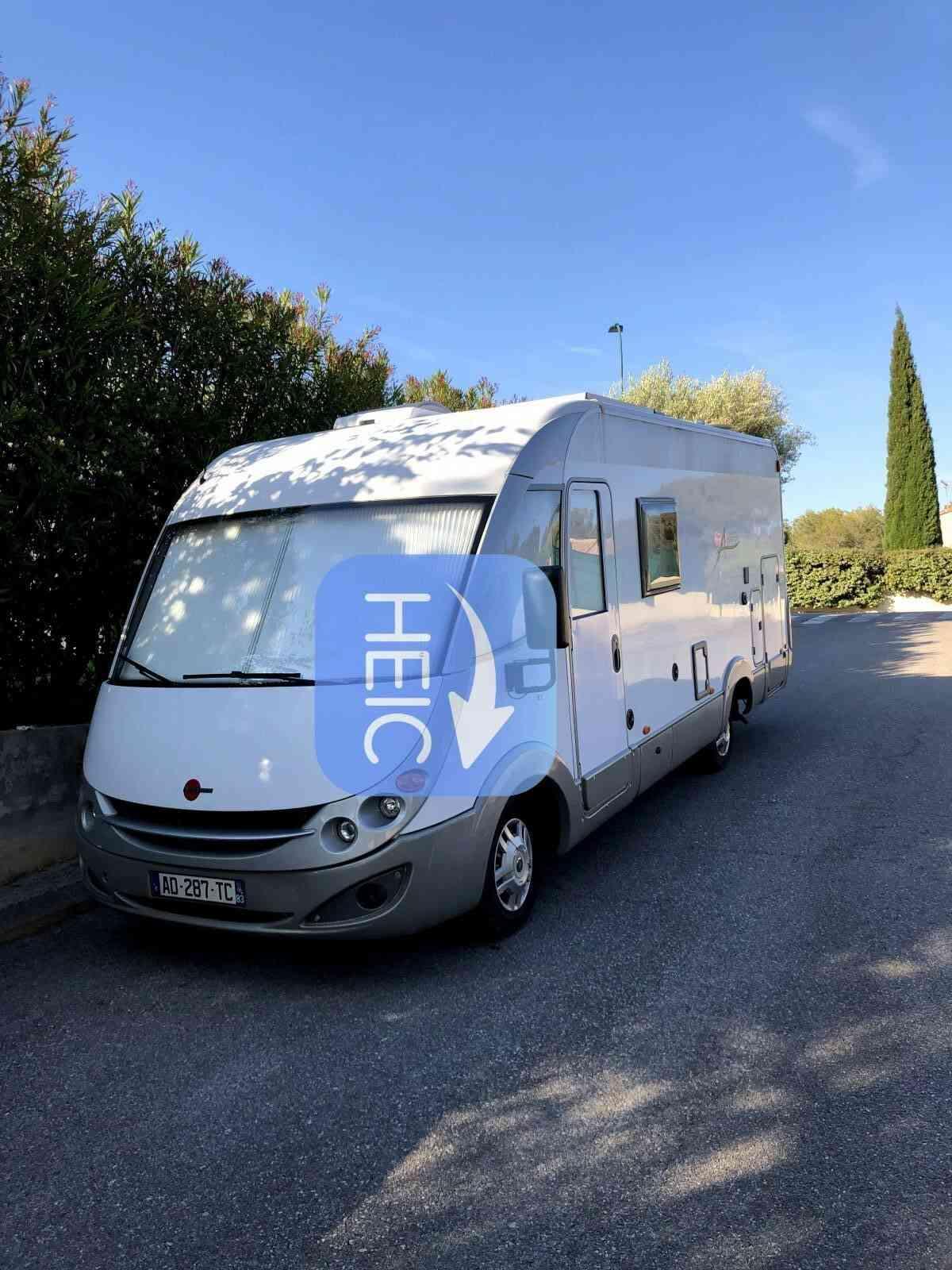 camping-car Burstner Aviano I675  extérieur / latéral gauche