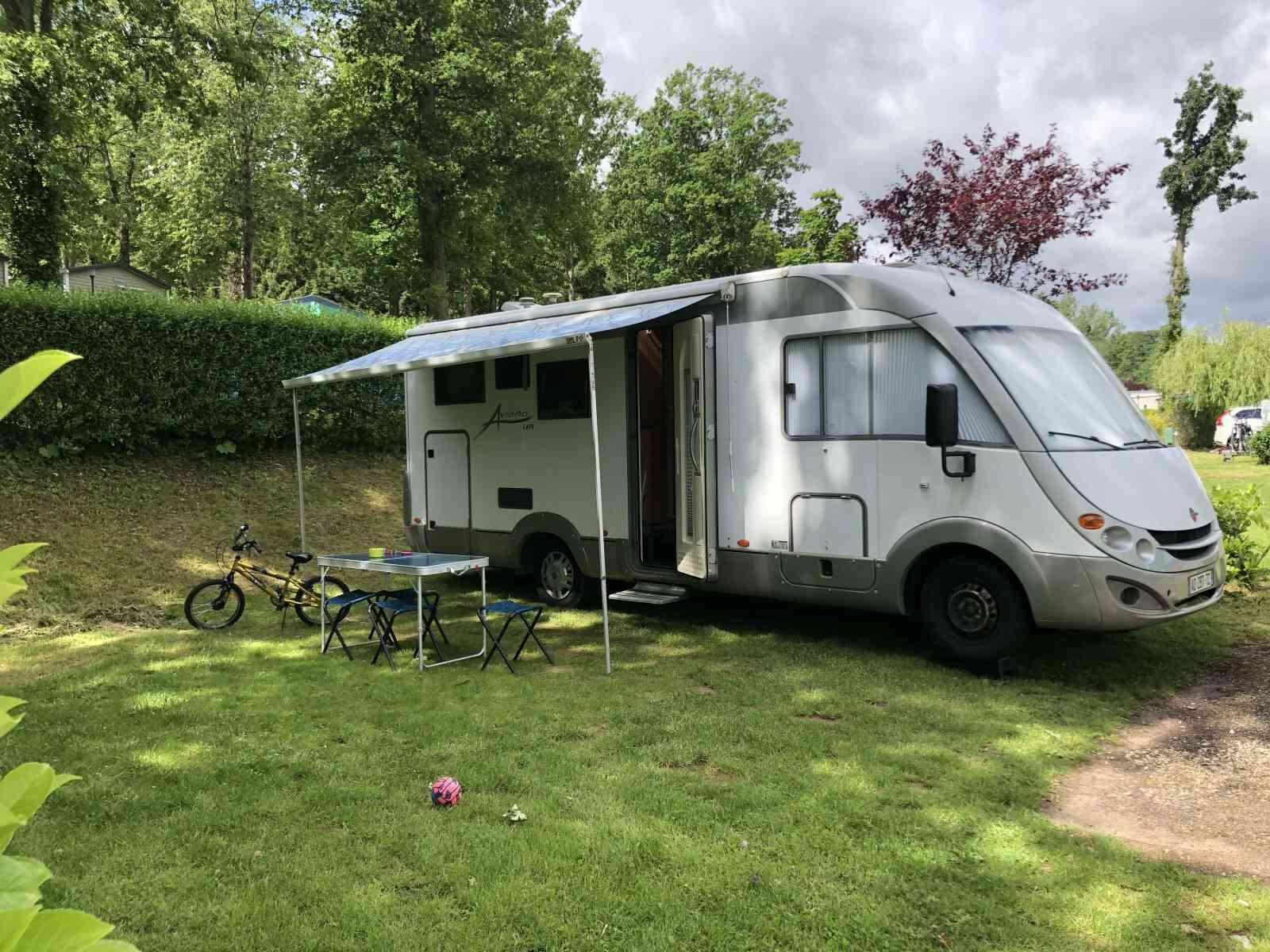 camping-car Burstner Aviano I675  extérieur / latéral droit