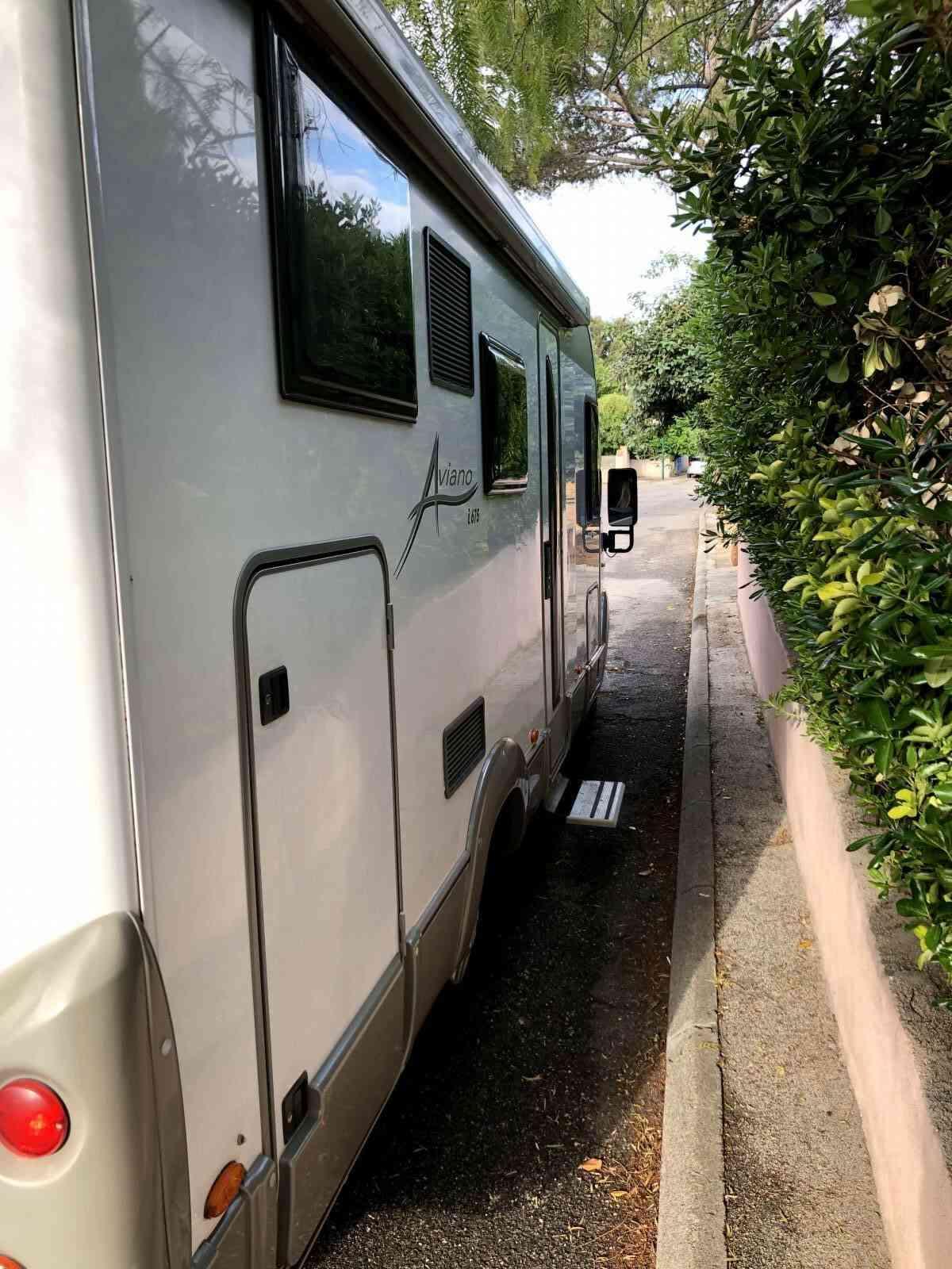 camping-car Burstner Aviano I675  extérieur / arrière