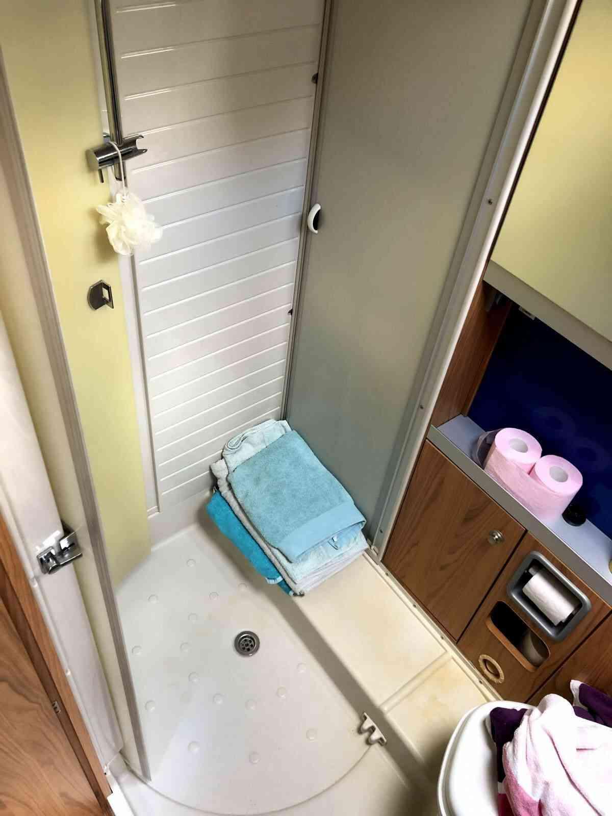 camping-car Burstner Aviano I675  intérieur / coin salon