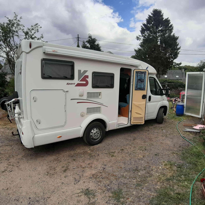camping-car JOINT V 5  extérieur / arrière