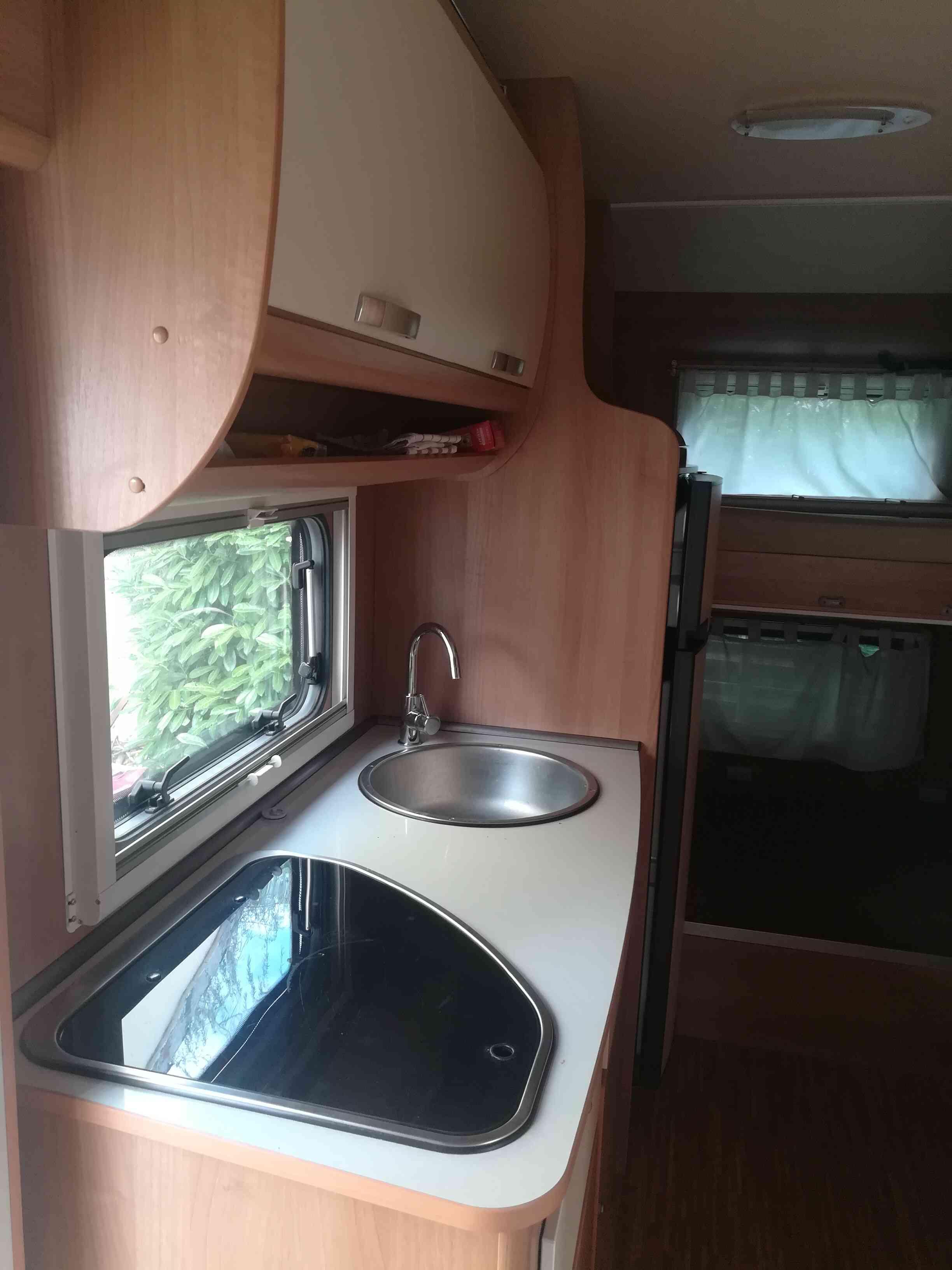 camping-car PLASY 70  intérieur / salle de bain  et wc