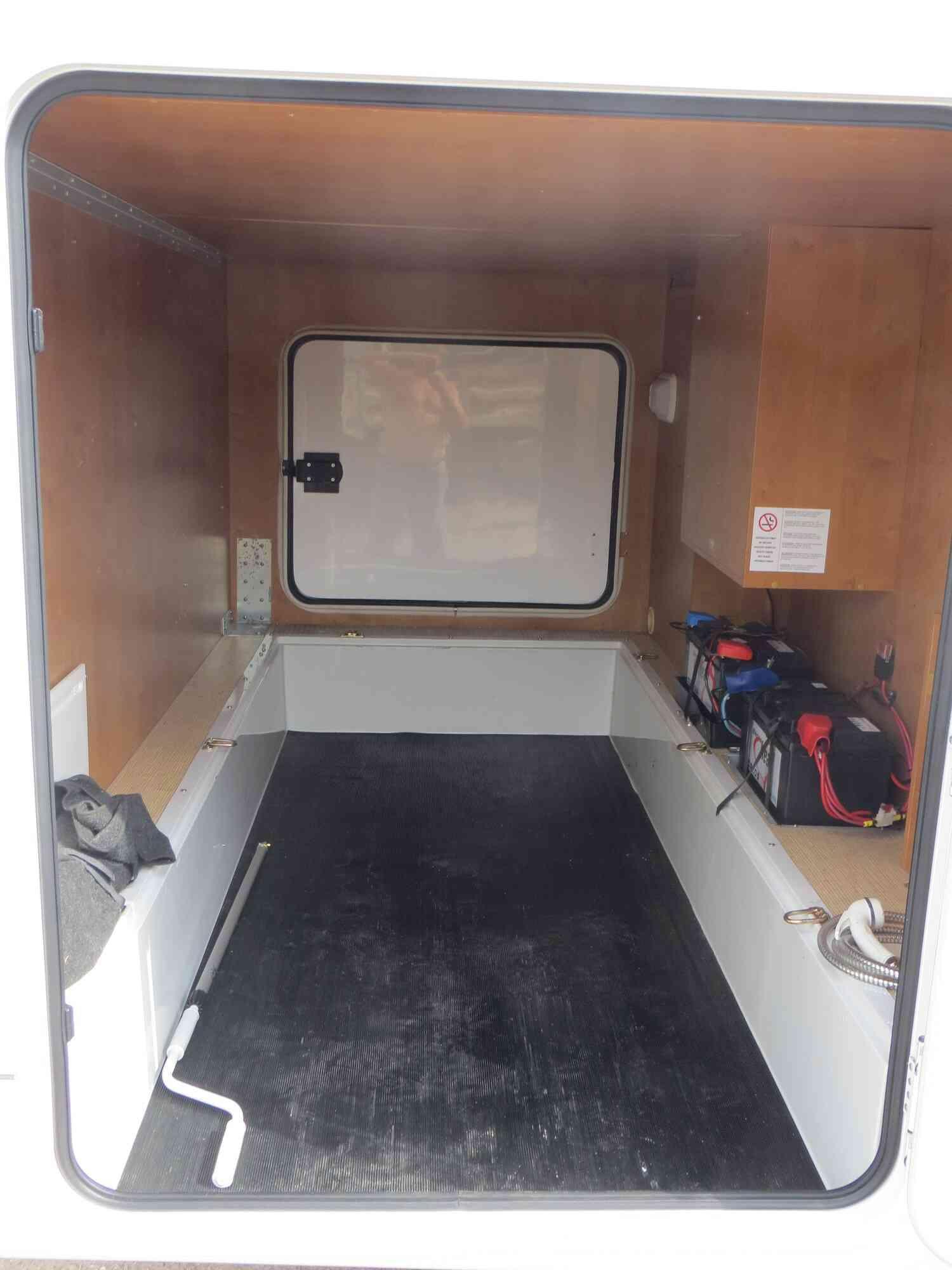 camping-car RAPIDO 9097 F  intérieur / soute