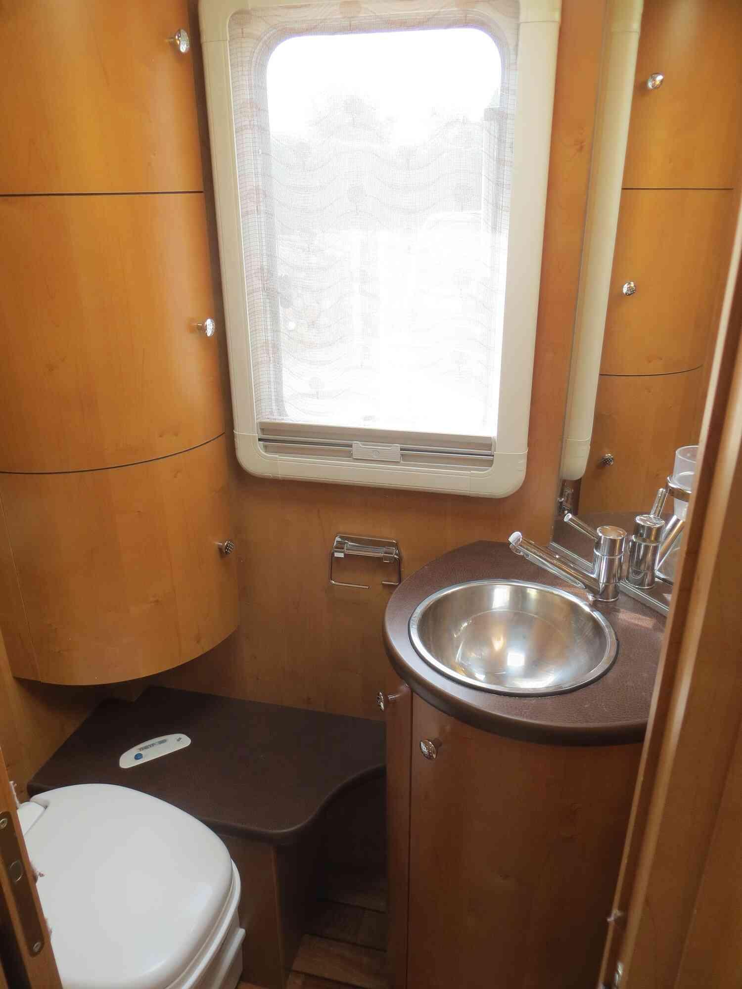 camping-car RAPIDO 9097 F  intérieur / coin salon