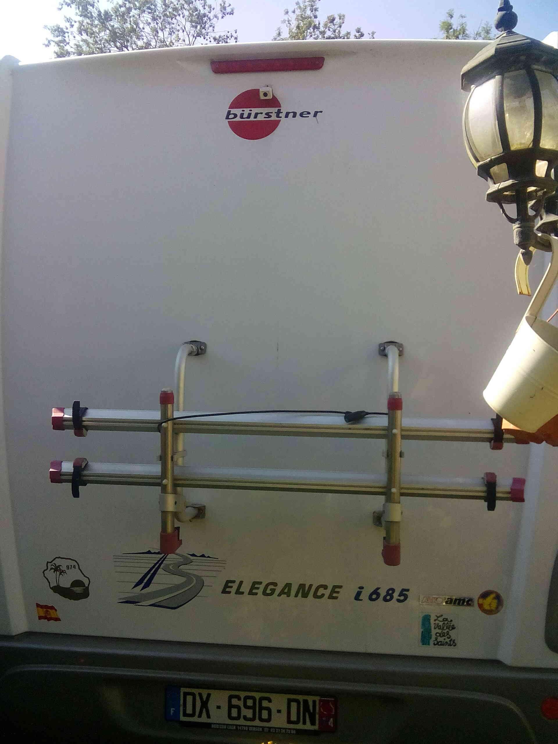 camping-car BURSTNER ELEGANCE I 685  intérieur / coin salon