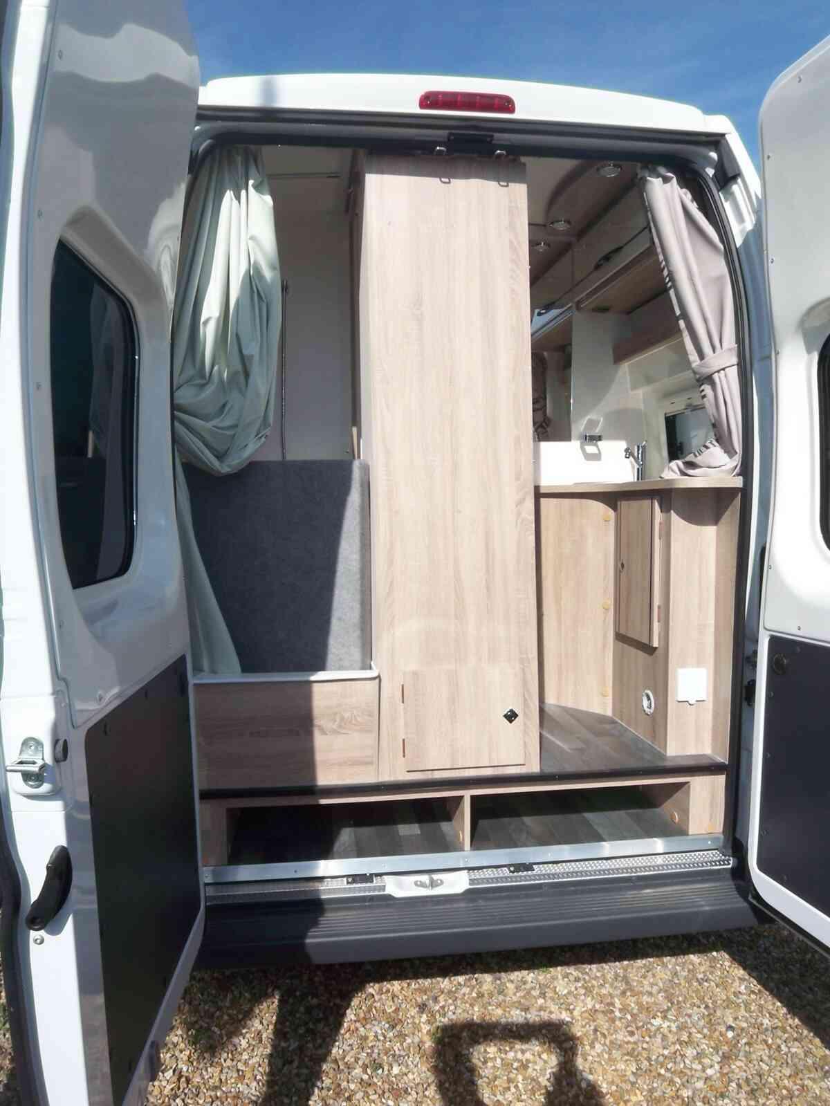 camping-car FOND VENDOME MONDEA  intérieur / coin salon