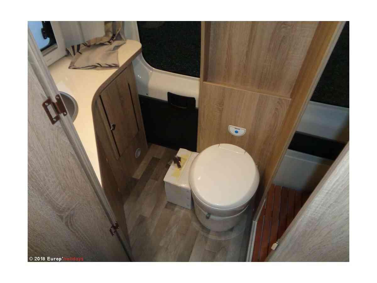 camping-car FOND VENDOME MONDEA  intérieur / couchage principal