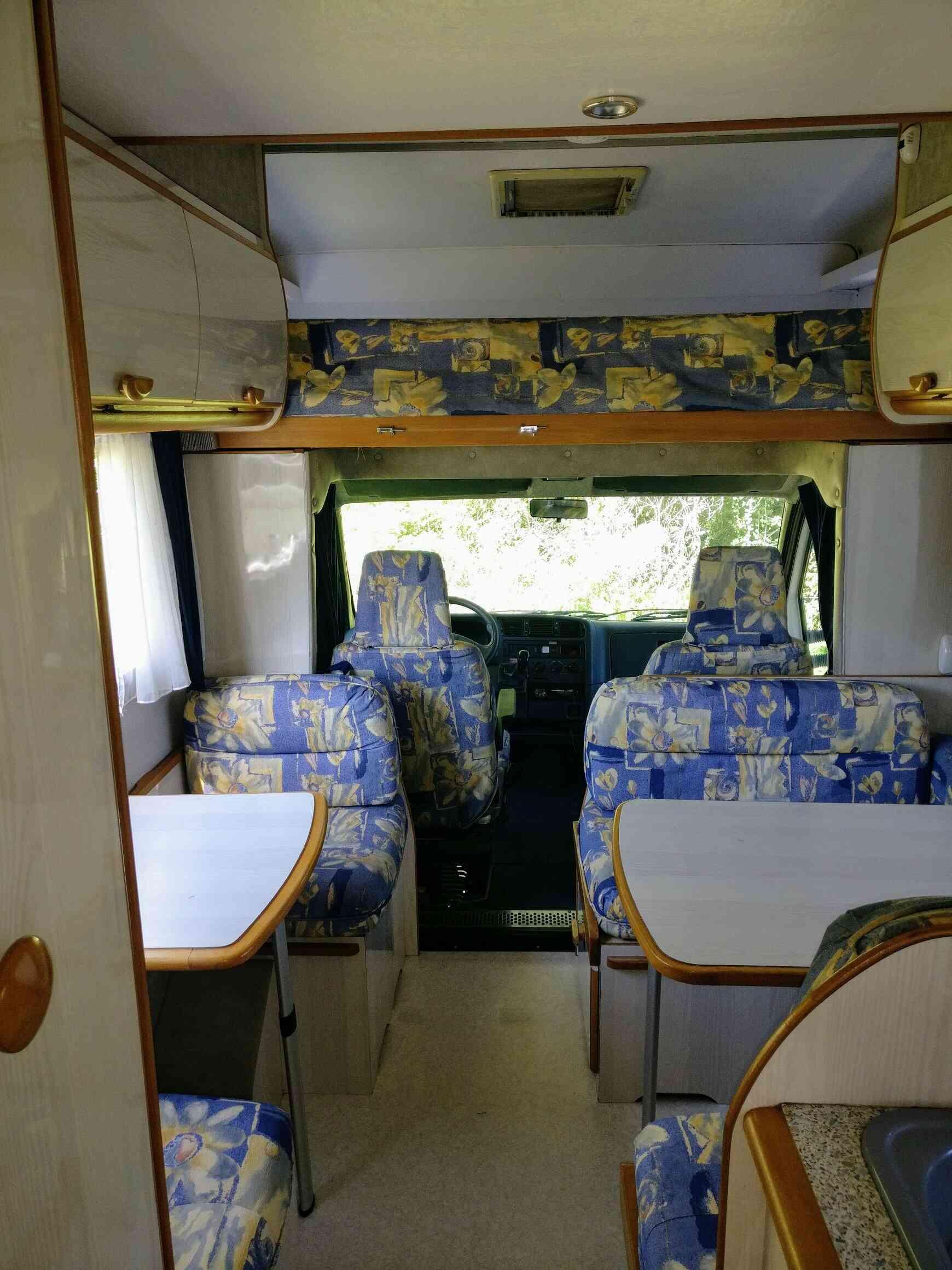 camping-car AUTOSTAR ATHENOR 547  intérieur  / coin cuisine