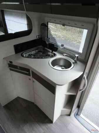 camping-car CHAUSSON C 656 FLASH  intérieur / salle de bain  et wc