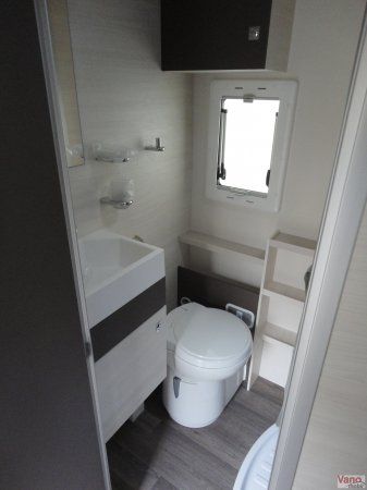 camping-car CHAUSSON C 656 FLASH  intérieur / couchage principal