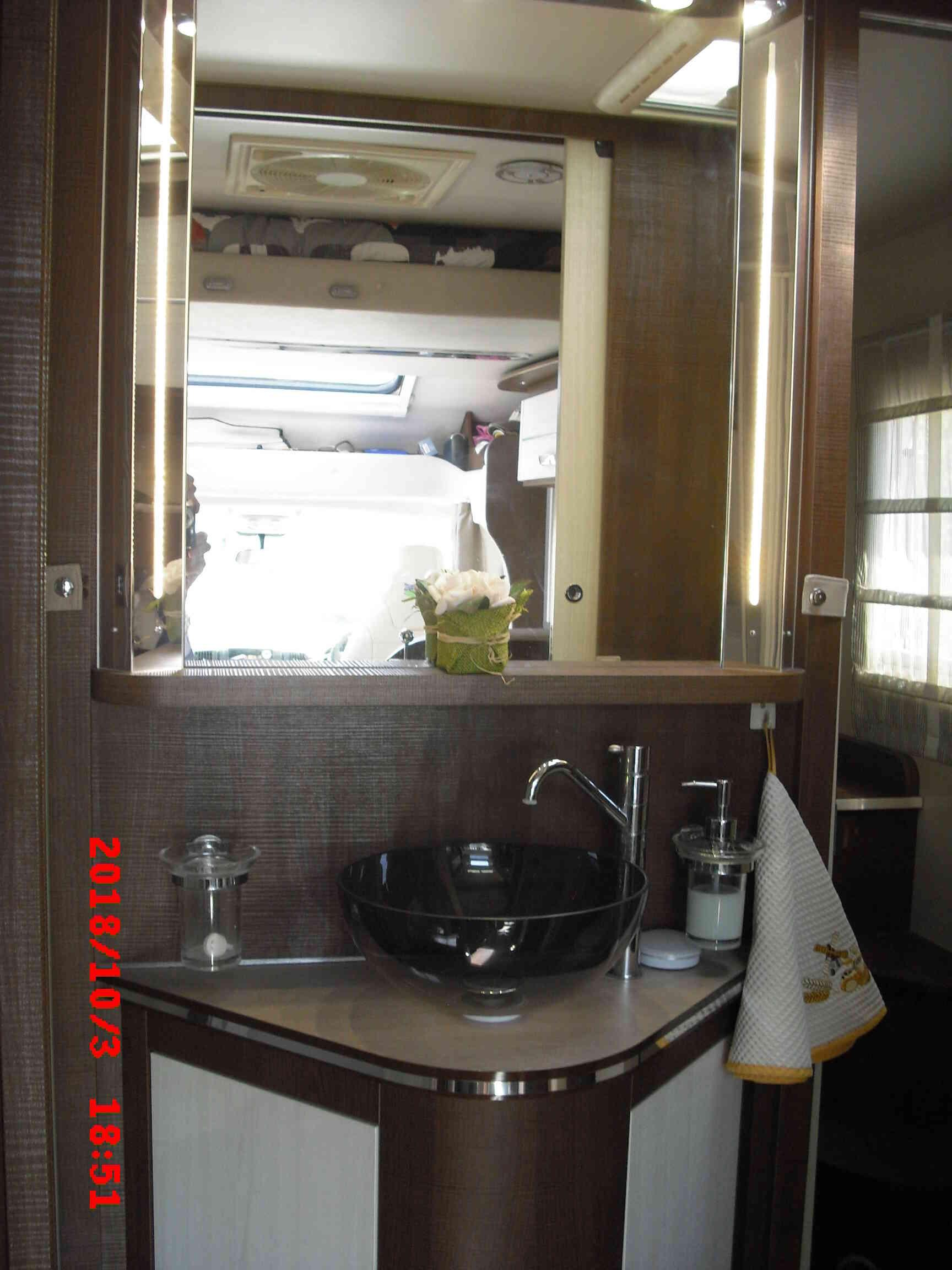 camping-car  MC LOUIS MC4 80G  intérieur / salle de bain  et wc