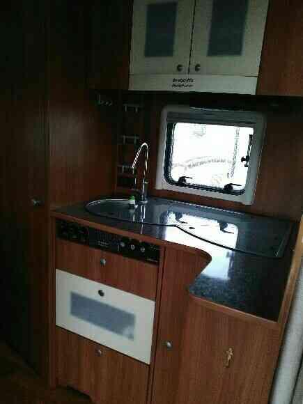 camping-car DETHLEFFS ADVANTAGE T 6501  intérieur / salle de bain  et wc