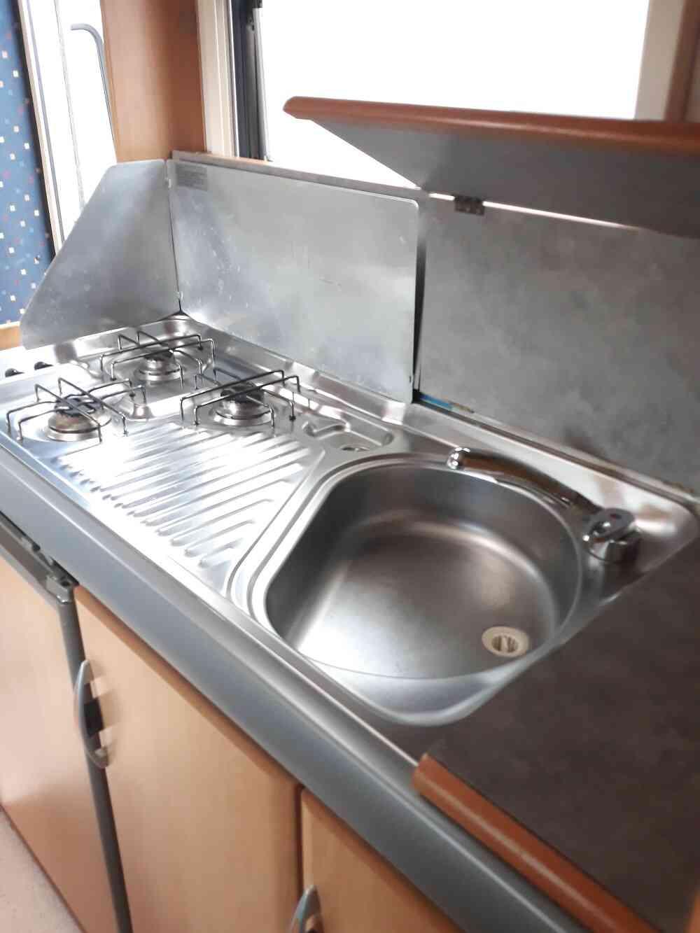 camping-car HYMER Camp 524  intérieur / salle de bain  et wc