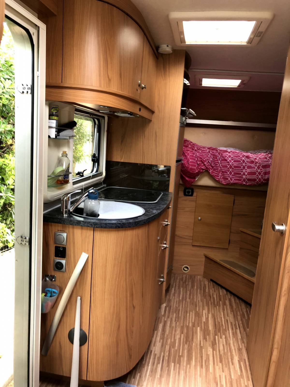 camping-car BURSTNER AVIANO  I675  intérieur / salle de bain  et wc