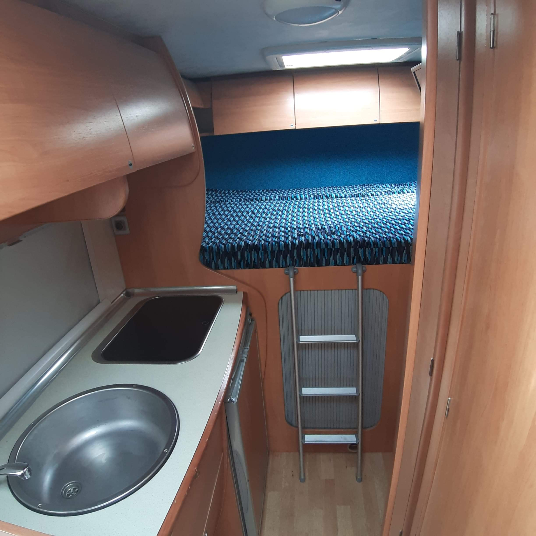 camping-car JOINT V 5  intérieur / salle de bain  et wc