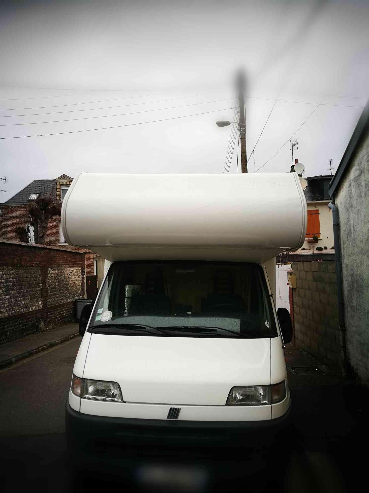 camping-car CHALLENGER 151  extérieur / latéral gauche