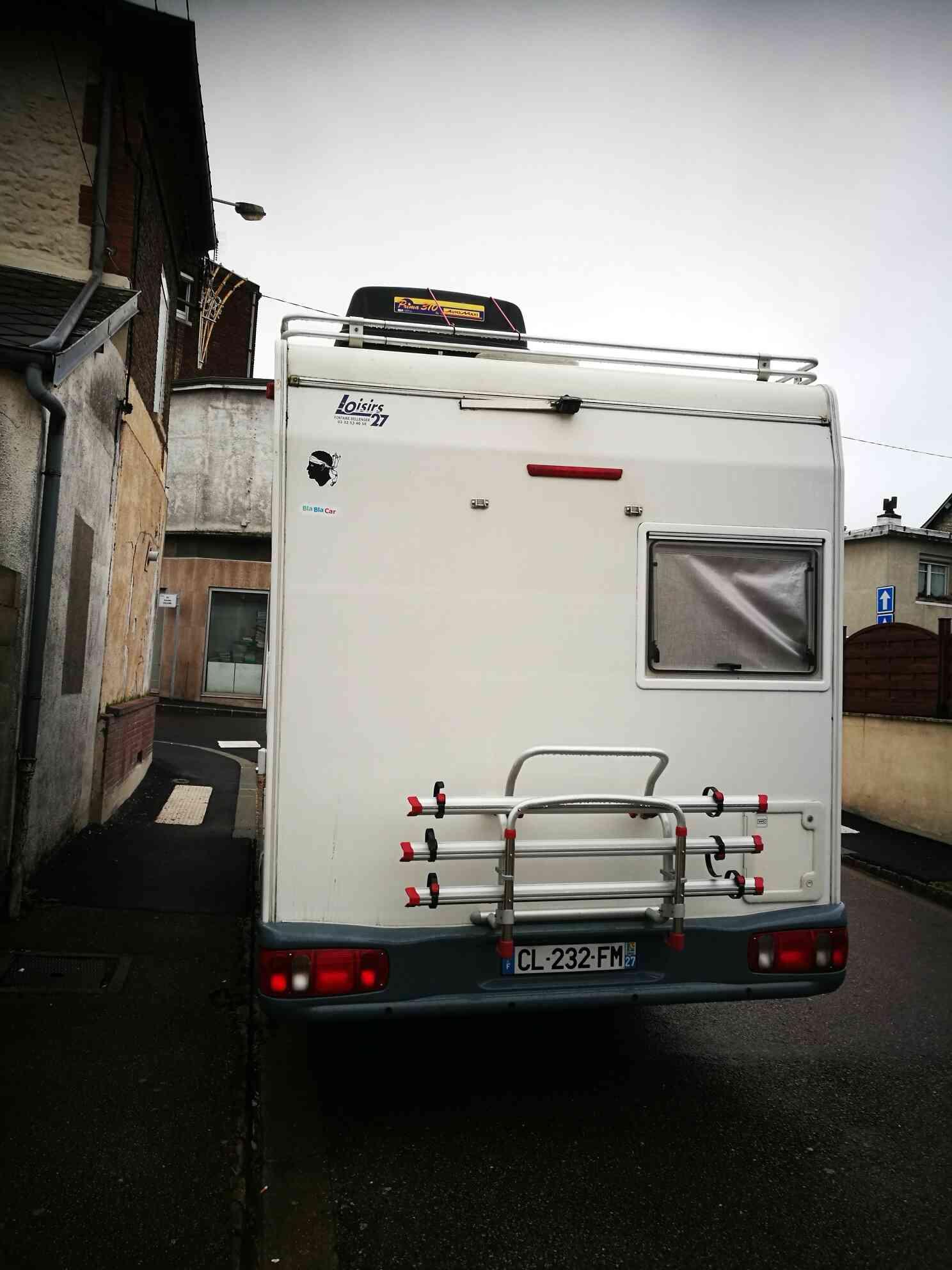 camping-car CHALLENGER 151  intérieur / coin salon