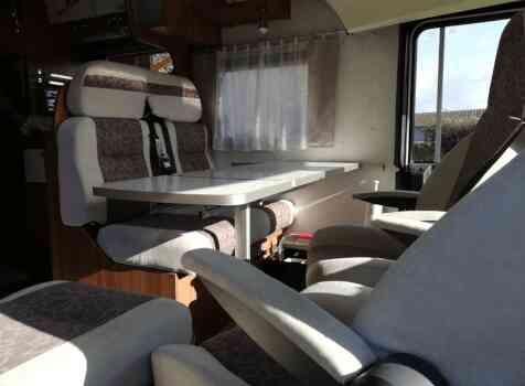 camping-car  MOOVEO 16TC  intérieur  / coin cuisine