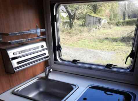 camping-car  MOOVEO 16TC  intérieur / salle de bain  et wc