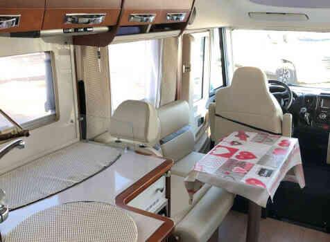 camping-car RAPIDO 8096 DF  intérieur / salle de bain  et wc