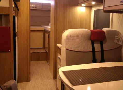 camping-car RIMOR SEAL 95 P PLUS  intérieur  / coin cuisine