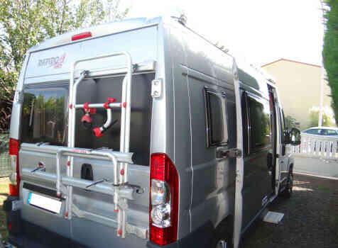 camping-car RAPIDO V 56  intérieur / coin salon
