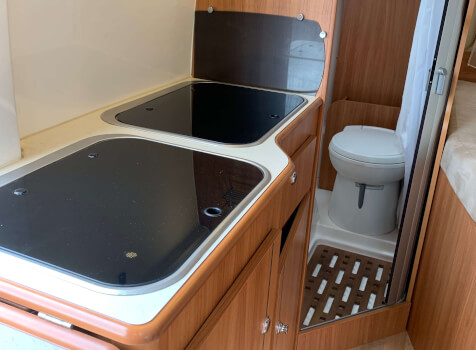 camping-car RAPIDO V 56  intérieur  / coin cuisine