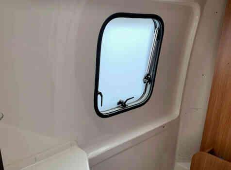 camping-car RAPIDO V 56  intérieur / salle de bain  et wc