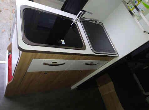 camping-car BAVARIA K 600  intérieur / salle de bain  et wc