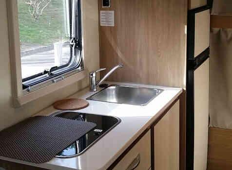 camping-car RIMOR SEAL 9  intérieur / salle de bain  et wc
