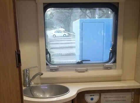 camping-car RIMOR SEAL 9  intérieur / couchage principal