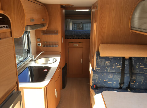 camping-car  RIMOR  intérieur  / coin cuisine