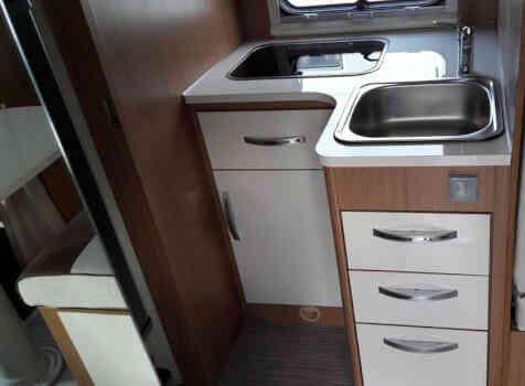 camping-car RIMOR KATAMARANO 109 PLUS  intérieur / salle de bain  et wc