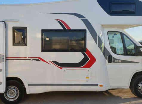 camping-car CHALLENGER C256  extérieur / latéral gauche