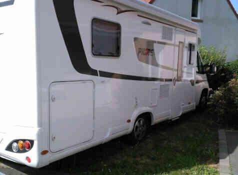 camping-car PILOTE P 740   extérieur / latéral droit